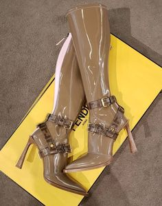 Dr Shoes, Cute Shoes Heels, Hype Shoes, Pretty Shoes, Crazy Shoes, Me Too Shoes, Shoes Sneakers, Heeled Boots, Bootie Boots