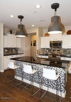 Check out 275 L-shape kitchen layout designs here in this epic photo gallery See many styles and colors. Kitchen Island Furniture, Kitchen Island With Seating, Kitchen Cabinets Decor, Kitchen Cabinet Design, Kitchen Ideas, Small Room Design, Family Room Design, L Shaped Living Room Layout, Breakfast Bar Small Kitchen