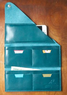Leather Wrap Wallet The Constance in Deep Teal by RobbieMoto >> I wonder if this would fit in my Midori? Leather Wallet Pattern, Leather Card Wallet, Leather Gifts, Leather Bags Handmade, Leather Jewelry, Leather Craft, Wrap Wallet, Crea Cuir, Bags Travel
