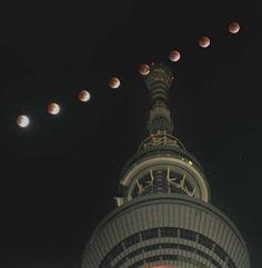 The Tokyo Sky Tree and total eclipse of the moon 2011/12/10  .  東京スカイツリー上空で観測された皆既月食で徐々に欠ける月(午後10時35分から7分おきに多重露光で撮影)