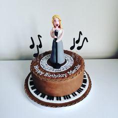 Opera singer cake, music cake, piano cake Piano Cakes, Music Cakes, Justine, Opera Singers, The Hamptons, Cake Ideas, Happy Birthday, Cookies, Desserts