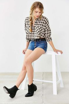 BDG Button-Fly Denim Short - Urban Outfitters Checked shirt with High waisted denim short Outfits For Teens, Summer Outfits, Cute Outfits, Hot Pants, Cutoff Jean Shorts, Waisted Denim, Outfit Trends, Outfit Ideas, Western Wear For Women