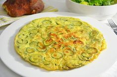 La ricetta della frittata di zucchine è facile e veloce e, utilizzando le zucchine a crudo, anche piuttosto leggera. La frittata di zucchine è un secondo piatto perfetto per una cena buona ma non troppo impegnativa.