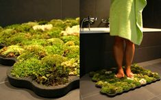 Tapete de Musgo que se alimenta das gotas de água que caem quando se sai do banho / Live Moss Carpet is a soft grass carpet that thrives from the few drops of water you leave behind when stepping out of the shower or bath. Moss Bath Mats, Grass Carpet, Grass Rug, Moss Grass, Decoration Entree, Green Furniture, Living Furniture, Modern Furniture, My Dream Home
