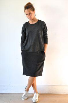 """le dimanche 14 septembre 2014 : Clé porte : un pull gris (a punto b) et une jupe """"déformée"""" en chevrons noirs (VDJ)"""