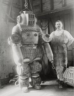 As crime & gang violence soared on the streets of New York in the late 1800's, the NYPD turned to local inventor Tony Spark to create an automated crime fighter. Sadly the robotic invention was too slow and cumbersome to be any help in the fight against crime. However the story would later inspire both Stan Lee and Paul Verhoeven
