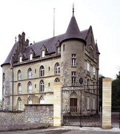 le Chateau de La Reine Blanche, Oise, France