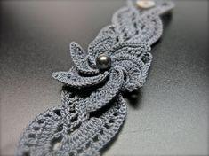 Neu Sie Gehäkelte Blume Armband, Perle häkeln Armband, gehäkelt Schmuck…                                                                                                                                                                                 Mehr