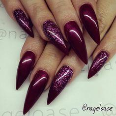 Afbeelding van http://www.nailartdesigns.info/wp-content/uploads/2015/02/burgundy-stiletto-nails.jpg.