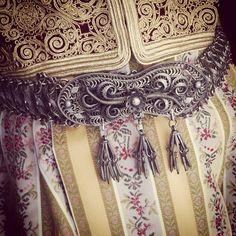 Ζώνη συρματερή Hand-woven piece of thin silk, fine cotton and linen, embroidered with floral patterns and vines, figures, and crosses Greek Jewelry, Gold Embroidery, Floral Patterns, Crosses, Beautiful Images, Folk Art, Vines, Hand Weaving, Greece