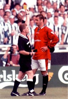 Eric Cantona, Manchester United - another booking Eric Cantona, Soccer Skills, Soccer Tips, Leeds United, Football Soccer, Football Players, Football Pics, Retro Football, Man Utd Squad