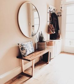 As the home of the porch, the design of the porch must be practical and worthy. Let us take off the mask at the entryway, remove the camouflage, eliminate Fall Entryway Decor, Modern Entryway, Entryway Ideas, Hallway Ideas, Fall Decor, Autumn Interior, Decoration Entree, Style Deco, House Entrance