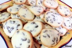 This recipe of rum and raisins cookies is very close to my heart. While I was growing up, I remember that this recipe was made in every household as a quick sweet snack. My mother used to make the cookies… Raisin Cookie Recipe, Raisin Cookies, No Bake Cookies, Baking Cookies, Baking Recipes, Cookie Recipes, Easter Pie, Romanian Food, Romanian Recipes