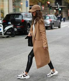 45 Street Style Women Fashion 2019 for Winter to Spring - Fashion - Wintermode Winter Fashion Outfits, Fall Winter Outfits, Autumn Winter Fashion, Spring Fashion, New York Winter Outfit, Winter Hats, Ootd Winter, Fashion Dresses, Winter Chic