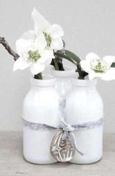 Wit flesje ❥ Orchids in white milk bottles #flowers #floral