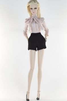 31. set (FR2 body size) inc.: Light pink shirt, short pants, jewelry, shoes.