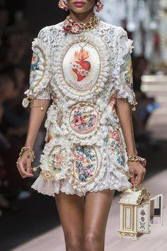 Milan fashion weeks 719168634229463846 - Dolce & Gabbana at Milan Fashion Week Spring 2019 – Details Runway Photos Source by chrisgelinvila Moda Fashion, Fashion Art, High Fashion, Fashion Show, Fashion Outfits, Womens Fashion, Fashion Weeks, Fashion Pics, Stylish Outfits