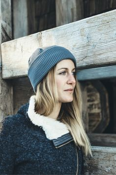 Winter Spring Outdoor Outfit for Women. Organic Merino Wool beanie in Grey by VAI-KØ. Beanie Outfit, Beanie Hats, Fashion Over 40, Fashion Fall, Fashion Shoes, Fashion Trends, Fall Chic, Casual Winter Outfits, Casual Chic Style