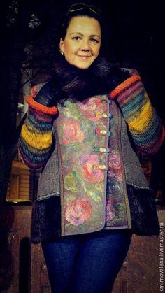 Купить или заказать Зимнее полупальто ВАЛЬС ЦВЕТОВ в интернет-магазине на Ярмарке Мастеров. Красивая зима - вот это лозунг для не самого лучшего времени года. Валяные декоративные полотна красиво сшиты в необычную музыку с воротником и оторочкой меха нутрии. Войлочная основа - не продувается и бережёт тепло, которое так необходимо, а в помощь холодному носу - высокий воротник.