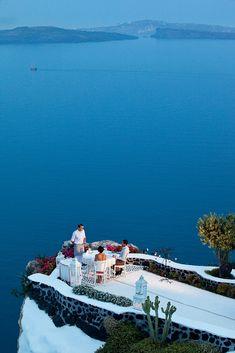 No les parece un buen lugar para disfrutar de un aperitivo?? Santorini - dinner in blue