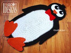 Crochet Pattern PDF for making a Floppy Feet Penguin Animal Rug Mat Carpet Christmas Decoration. Crochet Home, Cute Crochet, Crochet Crafts, Crochet Projects, Knit Crochet, Crochet Penguin, Crochet Animals, Crochet Stitches, Crochet Patterns