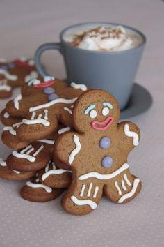 Gingerbread man cookies - Between cupcakes and cookies Gingerbread Man Cookies, Christmas Gingerbread, Cake Cookies, Christmas Cookies, Cupcakes, Gingerbread Men, Yummy Cookies, Christmas Snacks, Christmas Baking