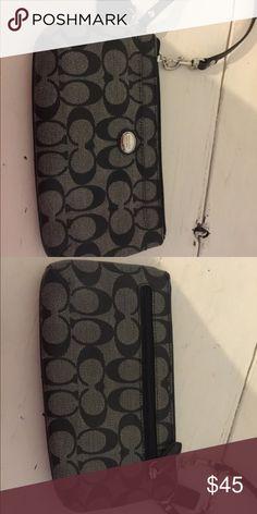 Coach wristlet Excellent condition Coach Bags Clutches & Wristlets