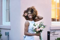 Gorgeous bride with #naturalhair . Ladies, do you love this photo as much as we do?