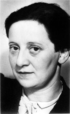Friedl Dicker-Brandeis, photo by Johannes Beckmann ca. 1936.