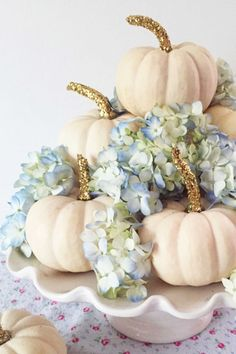 40 Fall and Thanksgiving Centerpieces - DIY Ideas for Fall Table Decorations Diy Thanksgiving Centerpieces, Fall Table Centerpieces, Thanksgiving Table Settings, Table Decorations, Centerpiece Ideas, Holiday Tables, Thanksgiving Diy, Christmas Tables, Thanksgiving Tablescapes