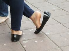 Love flats, feet and pantyhose Beach Wedding Sandals, Wedding Flats, Ballerina Shoes, Ballet Flats, Clogs, Teen Feet, Barefoot Girls, Feet Soles, Gorgeous Feet