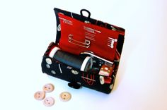 Travel Sewing Case Tutorial « Sew,Mama,Sew! Blog  Includes hand sewing for the tough bits. . . great instructions.
