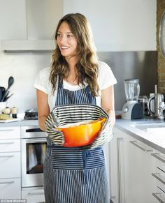 Interview with Ella Woodward of Deliciously Ella Clean Eating Recipes, Healthy Eating, Cooking Photography, Street Photography, Deliciously Ella, Tv Chefs, Joy Of Cooking, Fresh Meat, New Cookbooks