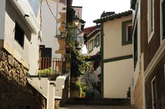 JE03: Achter de oude haven van Getxo liggen de smalle witte straatjes met de huizen van de vissers. In deze wijk zijn ook leuke restaurantjes waar heerlijke pinxtos gegeten kunnen worden.