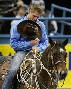 Nothin better than seeing a cowboy bow his head to God every time. 2012 world champ Tuf Cooper Rodeo Cowboys, Hot Cowboys, Real Cowboys, Cow Boys, Cowboy Horse, Cowboy And Cowgirl, Cowgirls, Cute Country Boys, Country Life