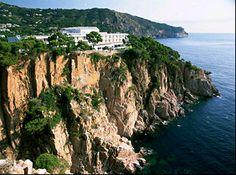 Vistas increíbles, restaurante a pie de playa. Gastronomía local y hotel con la calidad de la marca Paradores.