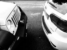 Jeep&Jeep ... #jeep #wrangler #grandcherokee #parking #cars #bw #blackandwhite #alessandrobianchi #photographer #lazypicture #street #photo #inmyhead #welcometotheclub #goodvibes #jeepwrangler #jeepgrandcherokee