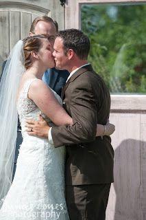 kiss wedding ceremony