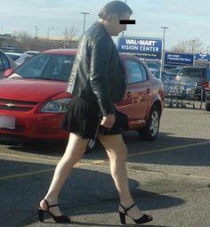 People of Walmart Part 15 – Pics 16 Weird People At Walmart, Walmart Funny, Only At Walmart, Funny People, Walmart Customers, Walmart Shoppers, Walk Of Shame, Men In Heels, Kodak Moment