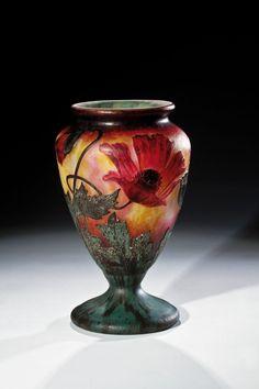 A rare etched and superbly carved Cameo Vase with red poppy Henri Bergé (Entwurf), Daum Frères, Nancy, in 1905. Designed by Henri Bergé, Daum Frères, Nancy, circa 1905.