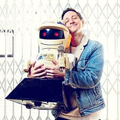 Mijn portret van cabaretier Emilio Guzman met #robot Emilio. Onderdeel van zijn show. MARCO HOFSTE/@beeldunie My portrait of Comedian/entertainer Emelio Guzman with his robot Emilio.  #comedian #portrait #photography #profoto #theatre #theater #show