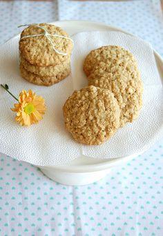 (WIN! Pra variar...) Biscoitos de aveia, coco e limão by Patricia Scarpin, via Flickr _ absolutamente deliciosos!!!!