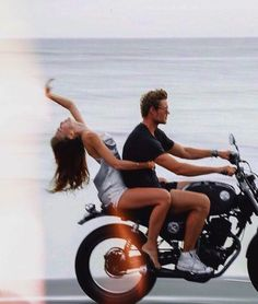 Biker Couple, Motorcycle Couple, Creative Photography, Couple Photography, Photography Poses, Love Couple, Couple Goals, Calin Couple, Photos Black And White