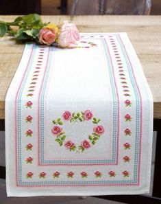 This Pin was discovered by Min Cross Stitch Borders, Cross Stitch Designs, Cross Stitching, Cross Stitch Patterns, Hand Embroidery Patterns Flowers, Embroidery Fashion, Living Room Carpet, Diy Wall Art, Bed Covers