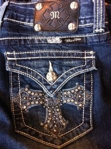 Miss Me Jeans - Pocket Cross Country Girl Style, Country Girls, Fashion Shoes, Girl Fashion, Womens Fashion, Fashion Trends, Miss Mes, Bling Jeans, Cute Jeans