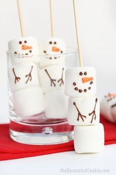 DIY marshmallow snowman stirrers from the Williams-Sonoma catalog - budget-friendly, copycat version of the store-bought Christmas treat. Great homemade holiday gift idea. Christmas Party Food, Xmas Food, Christmas Sweets, Christmas Cooking, Christmas Goodies, Kids Christmas, Christmas Decorations, Christmas Snowman, Childrens Christmas