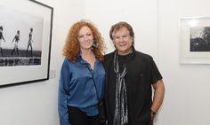 El músico Víctor Heredia acompañó a su esposa, la fotógrafa Marisa Bonzón, que expuso sus trabajos en la noche de las galerías.  http://pilaradiario.com/noticias/De-pronto-Flash_42662
