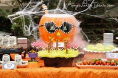Decorate your pumpkin with these cool and spooky pumpkin carving ideas to add an eerie and spooky feel to your house this Halloween! Outdoor Halloween Parties, Halloween Table, Halloween Food For Party, Holidays Halloween, Halloween Treats, Halloween Pumpkins, Happy Halloween, Halloween Stuff, Vintage Halloween
