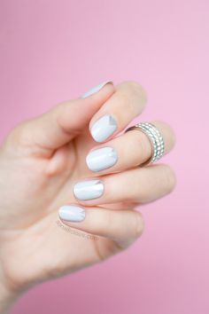 Delicate light grey nails. By #sonailicious.