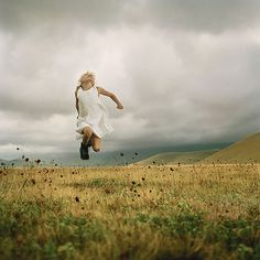 best photos 2 share: Beautiful Photographs for Spring Inspiration Ellen Kooi Centre Des Arts, Jumping For Joy, Rise Above, Portraits, Paris Photos, Poses, Wild And Free, Make Me Smile, Beautiful Pictures
